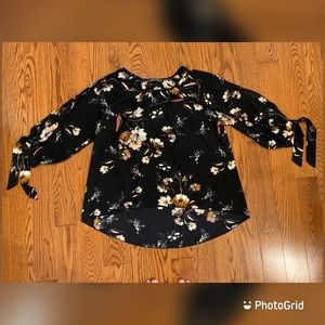 Suzy Shier high low floral blouse in Size S